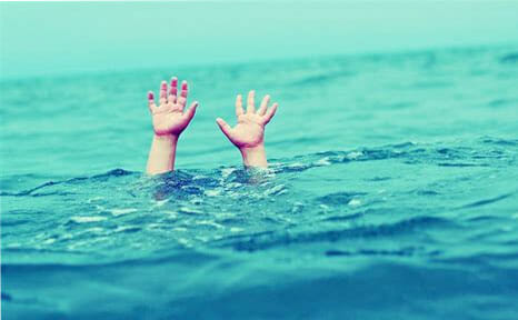 hands above water of person drowning