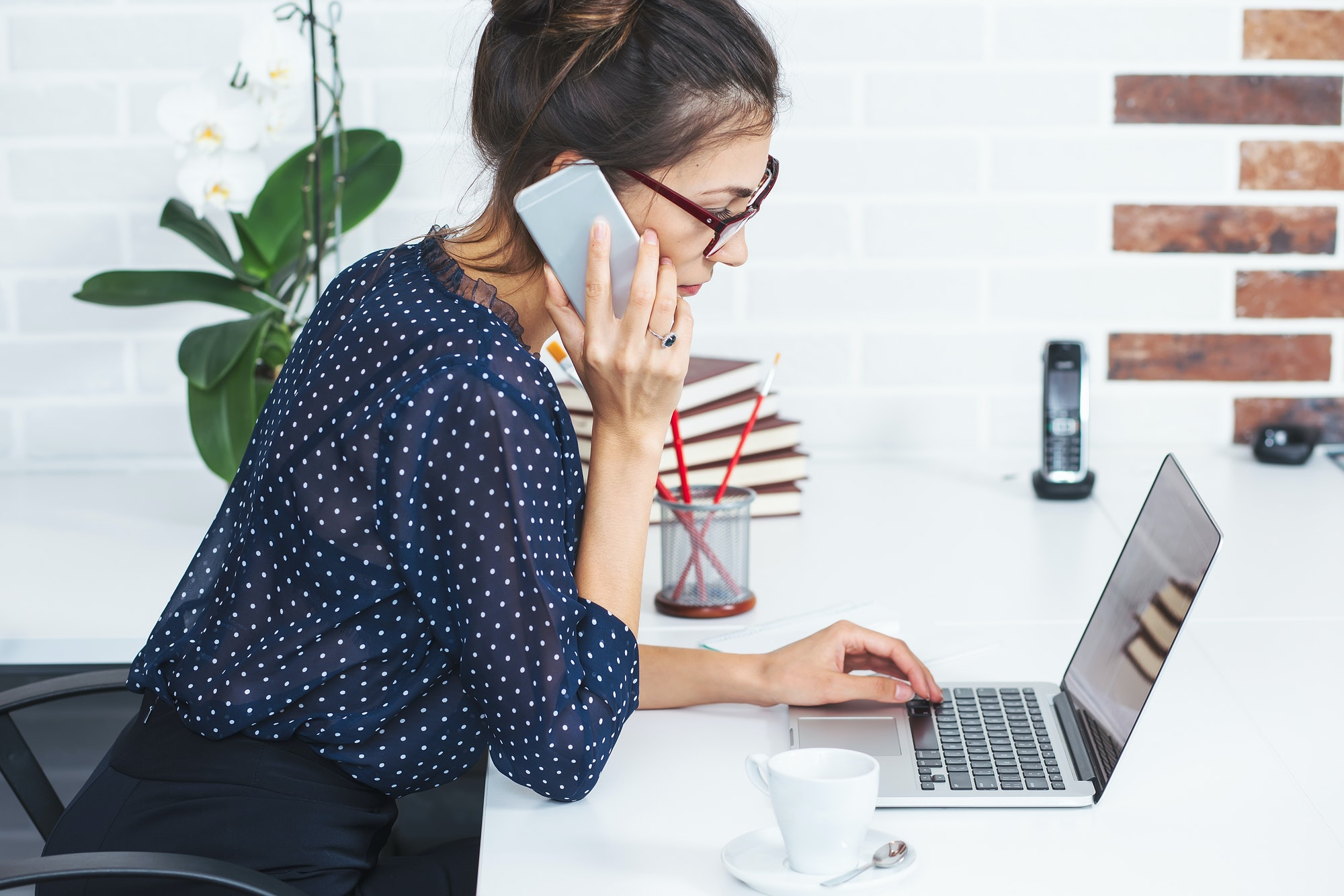 Business woman speaking on phone in the office